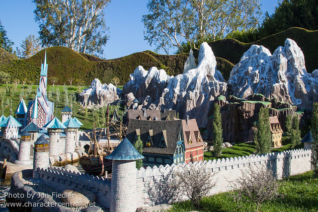 DL Jan 2015 - Arendelle comes to the Storybook Land Canal