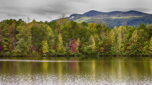 park usa lake mountains fall water colors rock table outdoors us state hiking south sightseeing hike southern carolina upcountry oolenoy