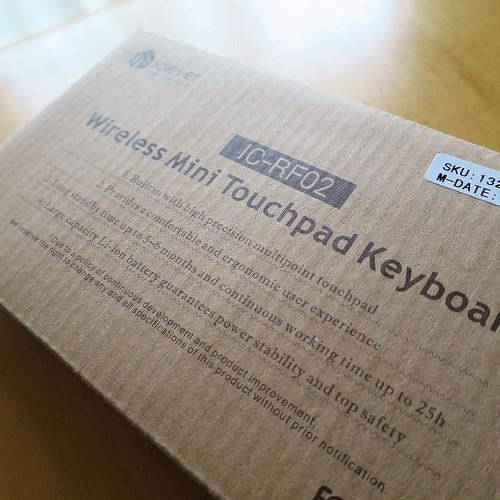 ワイヤレスミニタッチパッドキーボードです