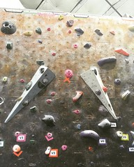 Finally made it to top of this Purple V0 I've been working on for a few weeks #bouldering