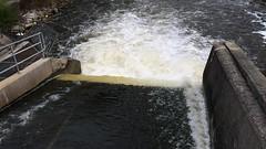 Emptying a dam