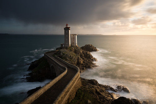 longexposure light sunset sea cloud mer lighthouse seascape france rain landscape vent coast nikon rocks wind cloudy lumière pluie bretagne côte breizh le brest pointe nikkor nuage paysage phare rocher minou coucherdesoleil breton nisi bzh finistère nuageux rouz rade poselongue iroise penarbed plouzané nd1000 sescape nikkor1635f4 erwanleroux nikond610 nisifstop