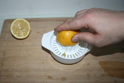 35 - Zitrone auspressen / Squeeze lemon