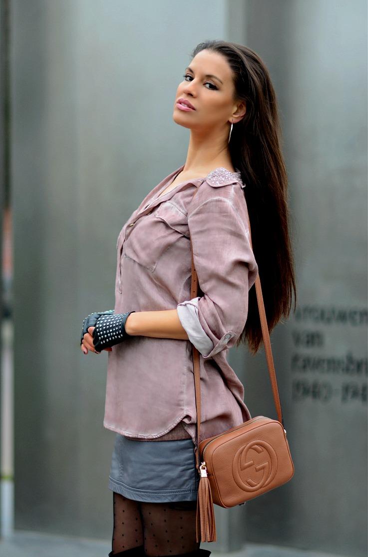 DSC_7787 Soho Disco bag, Polka dot Tights, Studded fingerless leather gloves, pink shirt, Tamara Chloé2