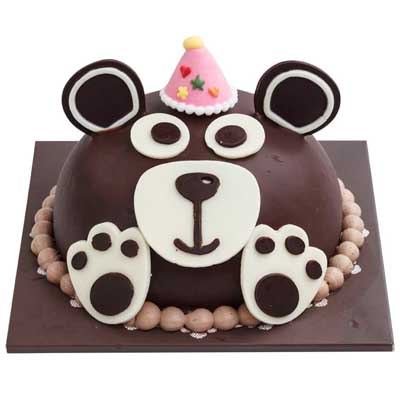 tous les jours party with bear cake