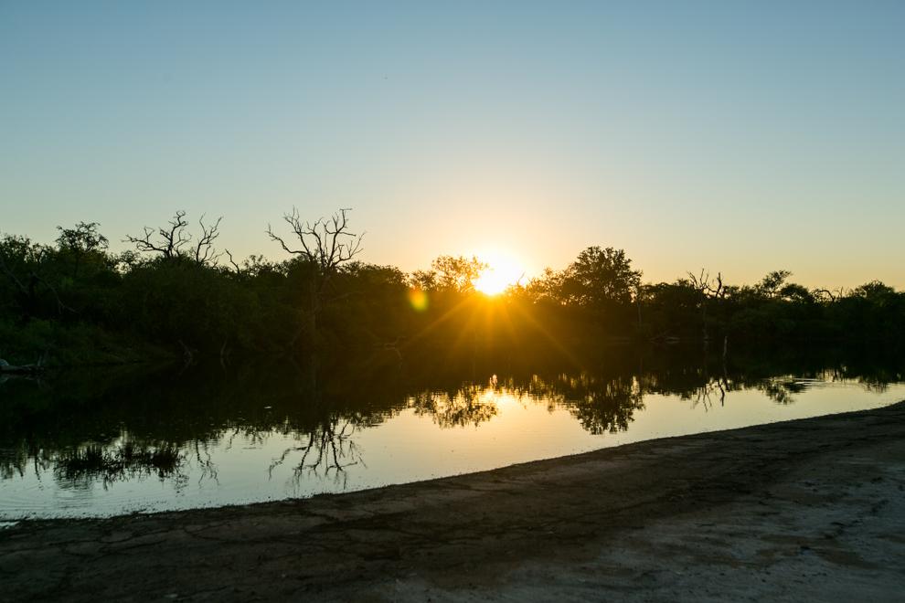Las lagunas saladas del Chaco forman un collar de lagunas que se convierten así en el primer humedal de agua salada declarado Ramsar del Paraguay. (Tetsu Espósito).