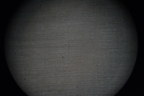 astronomical telescope_test_1 自作天体望遠鏡を通して見た室内のカーテンの生地の写真。