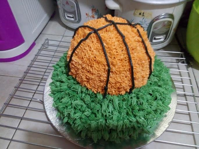 Basketball Theme Cake By Mariss Abanales of Purple Heart Cakes