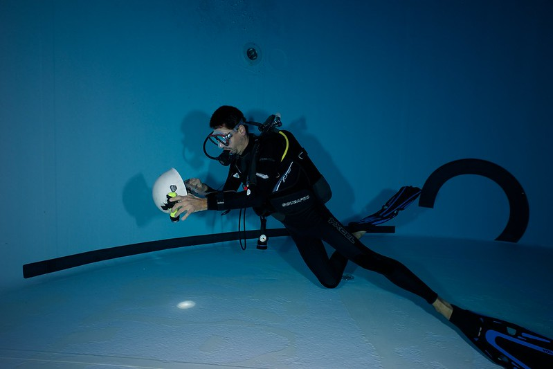 Indoor Diving avec le 15 mm Nikonos 15582972600_ebac1f6f8f_c