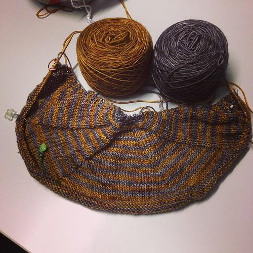 In progress #shawl #vilaines #ravelry #yarn #instaknit #iolavoro a maglia #ameliabefana #fattoamano #handmade #knit #knitting #serialknitters