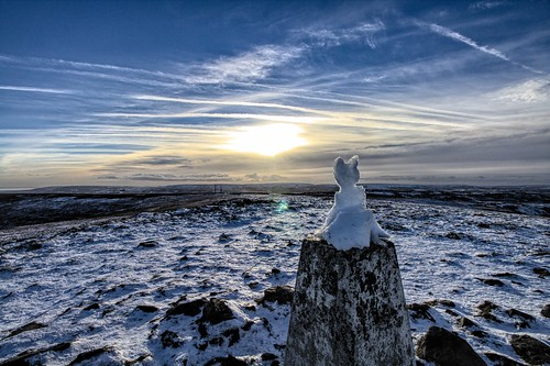 winter sunset sculpture mountain snow cold ice wales cat seat welsh gwent snowcat torfaen blorenge