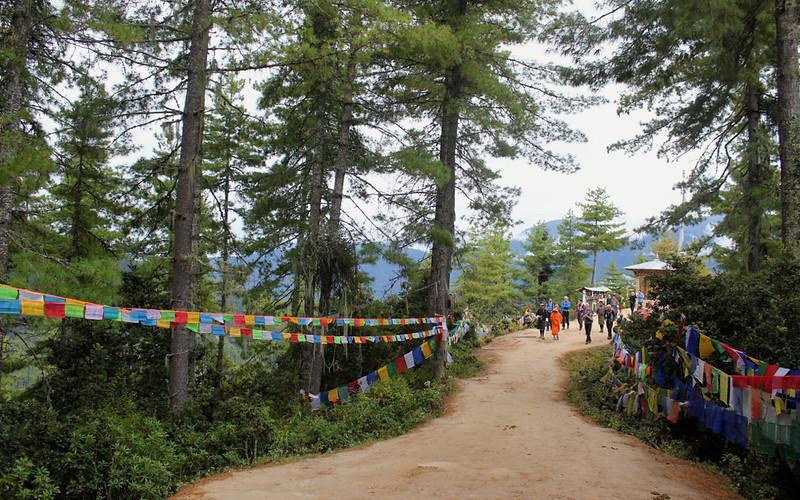 Winding_road_to_paro_Taktsang