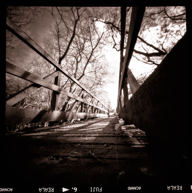 Pinhole bridge