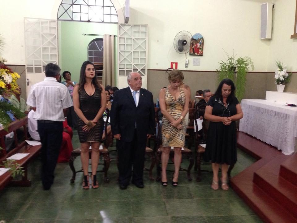 Em Itutinga, missa de ação de graças em homenagem aos formandos. Reconhecimento a diretora, professores e a prefeita Alba, ex diretora da Escola Estadual