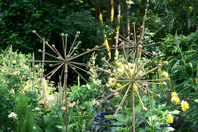7_allium_sculptures