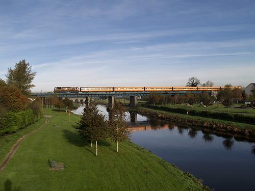railroad railway pushpull irishrail mk3 emd iarnrodeireann monasterevin 071class jt22cw ie071class brelmk3 ie085 railwaykildare hauledpushpull