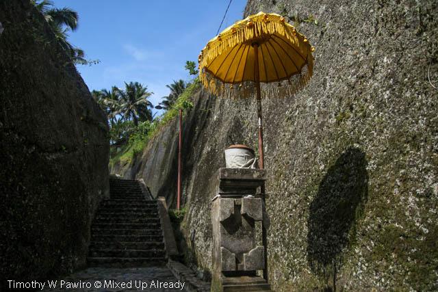 Indonesia - Bali - Candi Gunung Kawi - The stairs to Candi Gunung Kawi