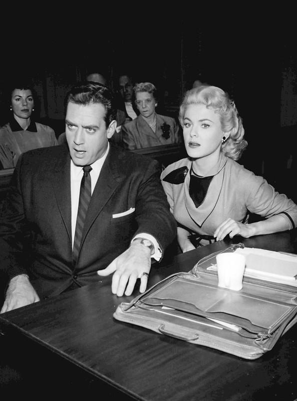 Attorney Perry Mason Raymond Burr