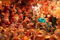 Weihnachtsstand mit ganz viel Kram
