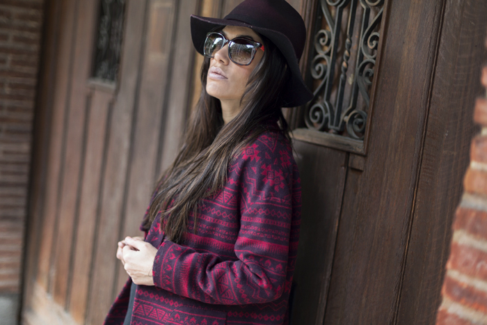 street style barbara crespo ethnic red coat hake red boots zara hat fashion blogger outfit blog de moda