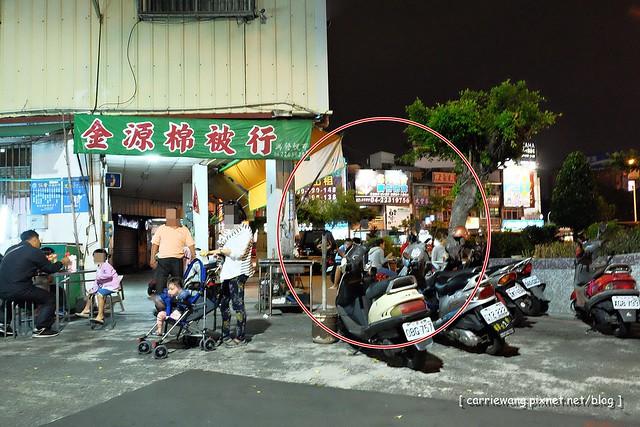 15690482446 46e86c7976 z - 阿春麵担│北屯國小地下道旁營業50年的老麵店,深夜的銅板美食