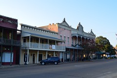 West Side, Courthouse Square