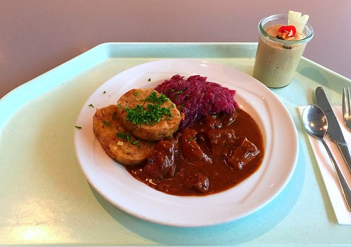 Wild boar goulash with red cabbage & bread dumplings / Wildschweingulasch mit Blaukraut & Serviettenklöße