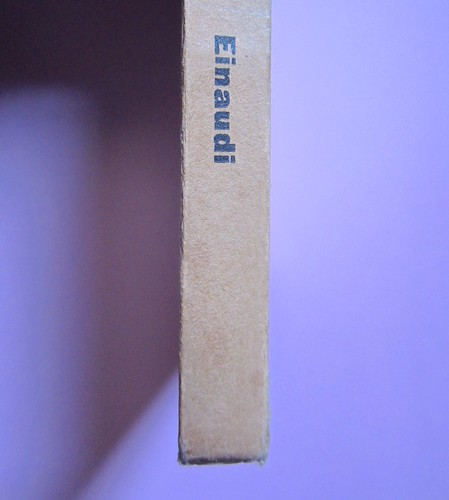 L'entrata in guerra, di Italo Calvino. Einaudi 1954. [Progetto grafico di Albe Steiner]. Dorso (part.), 1