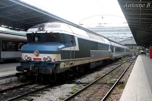 CC 72084 en tête de deux voitures Corail avec accès condamné, Paris Est le 14/12/2014.