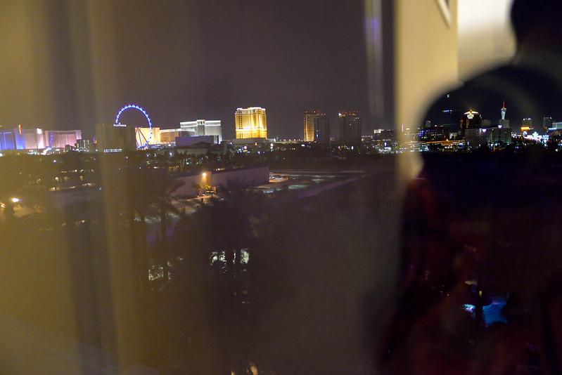 【窗外夜景】Hard Rock 距離熱鬧的大街有一點距離,難怪價格比較便宜了。