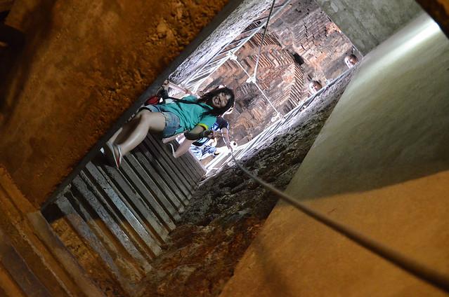 Escaleras para bajar a la cripta del Wat Ratchaburana