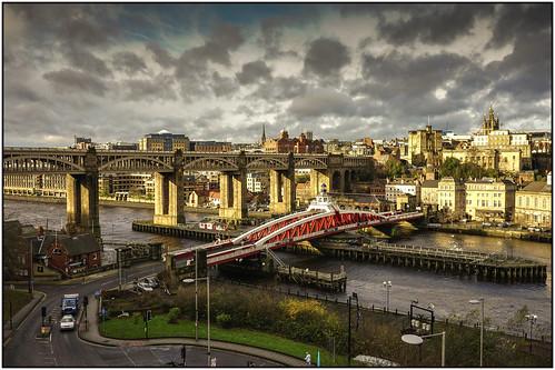 uk bridge england newcastle gateshead tynebridge tyneside rivertyne highlevelbridge swingbridg
