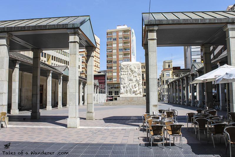 CASTELLÓN DE LA PLANA - Plaza Santa Clara - Monumento a la Fundación de Castellón