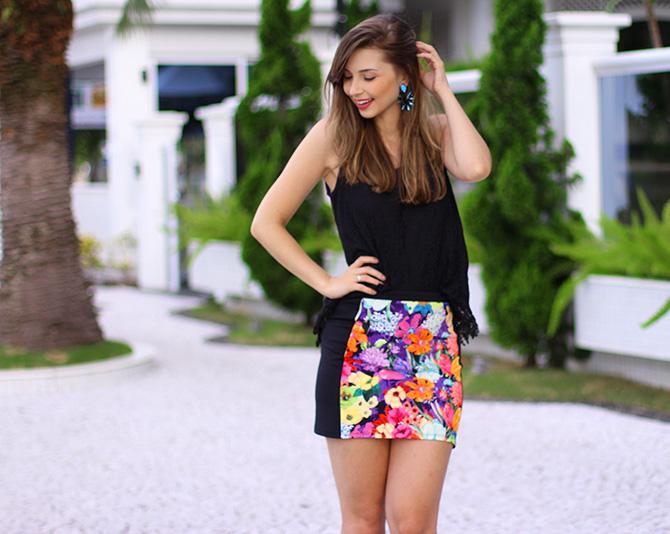 06-look saia estampada e blusa de renda preta sly wear jana taffarel blog sempre glamour