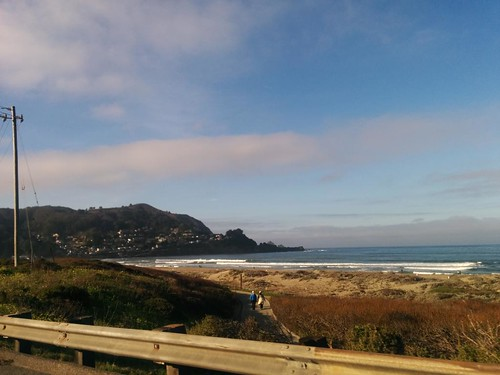 clear skies en pacifica, home of the best-views taco bell in the world :) http://t.co/3zi7sfrPDH