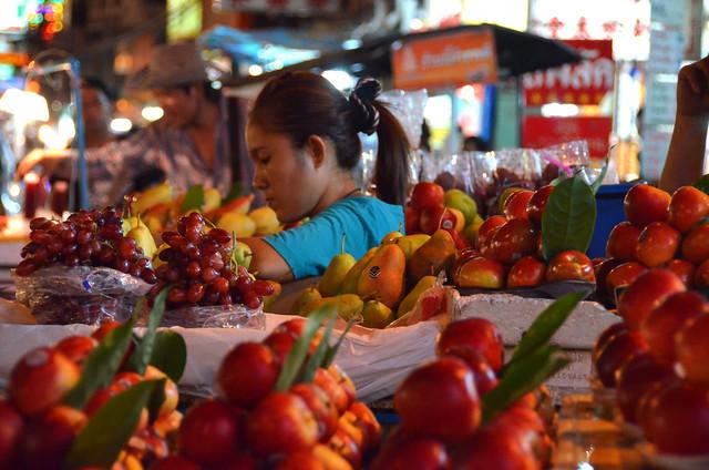 Mercadillos de fruta en Chinatown en Bangkok