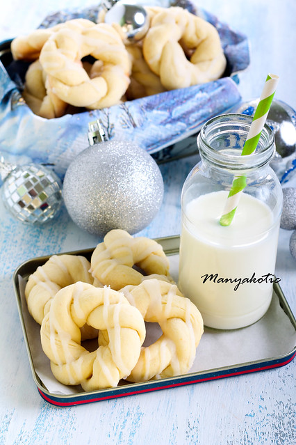 Glazed Christmas wreaths biscuits