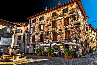 Lovere - Piazza V. Emanuele II (in attesa di miracoloso restauro)