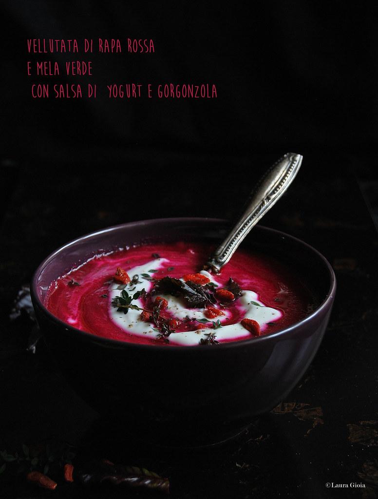 Vellutata di rapa rossa e mela verde con salsa di yogurt e gorgonzola