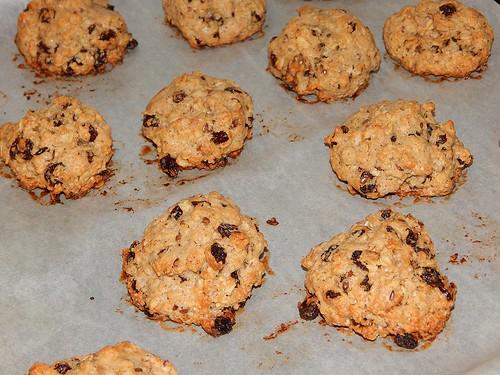 готовые печеньки на противне