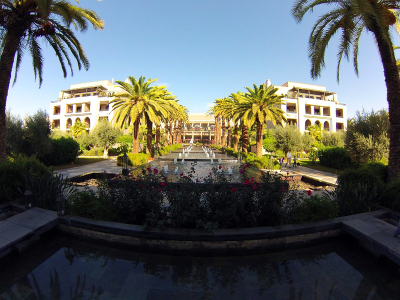 Piscinas del Four Seasons Marrakech Four Seasons Marrakech, oasis en la ciudad roja - 15721835439 520f03425c c - Four Seasons Marrakech, oasis en la ciudad roja