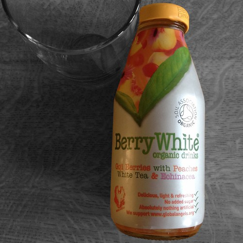 Berry White Organic Drink. White Tea. Goji Berries. Peach.