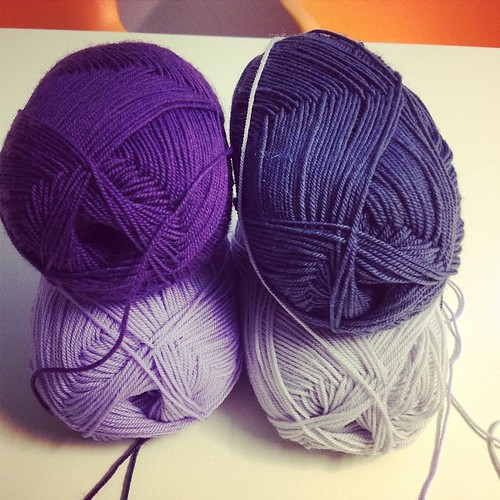 New shawl #instaknit #yarn #iolavoroamaglia #fattoamano #handmade #ameliabefana #westknitskal2014 #knitting #knit #knittingfriens #serialknitters #cheaphapinness