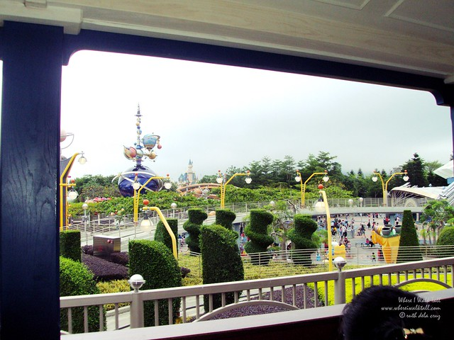 hong kong disneyland where i walk tallDSC04808