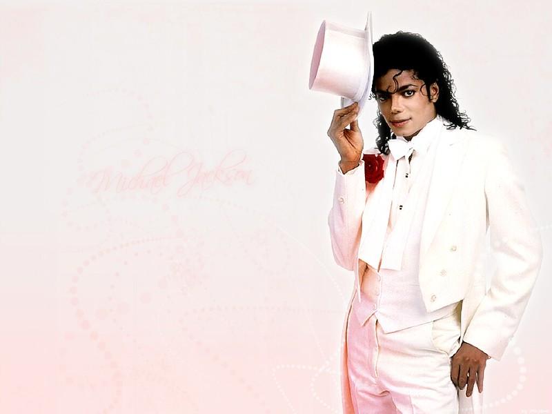 Майкл Джексон в белом костюме