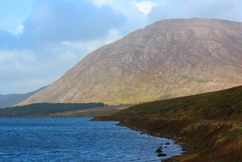 autumn ireland mountains clouds afternoon lakes september connemara connacht lochs valleys connaught countygalway gleninagh loughs maumturks loughinagh contaenagaillimhe sunandcloud letterbreckaun locheidhneach leitirbreacáin leitirbhriocáin benbhriocáin