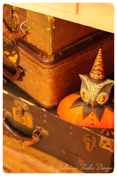 Halloween-Owl-on-Vintage-Suitcases