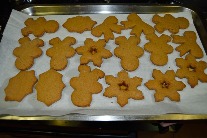 lara-vazquez-mad-lula-gingerbread-cookies-cooked-xmas