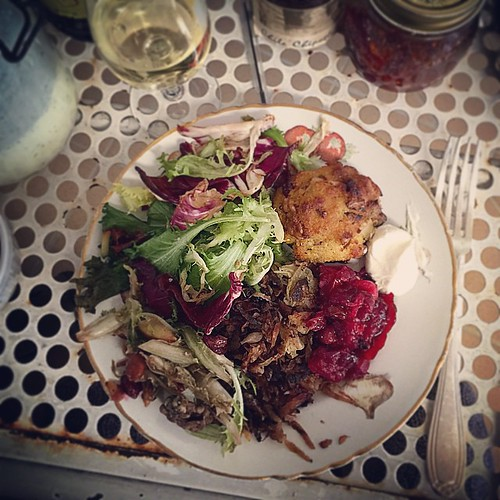 Of course the best thing about Christmas are the leftovers. Latkes, stuffing-stuffed mushrooms, radicchio & frisée salad, cranberries. Not very pretty, but a beautiful #vegetarian spread all the same.