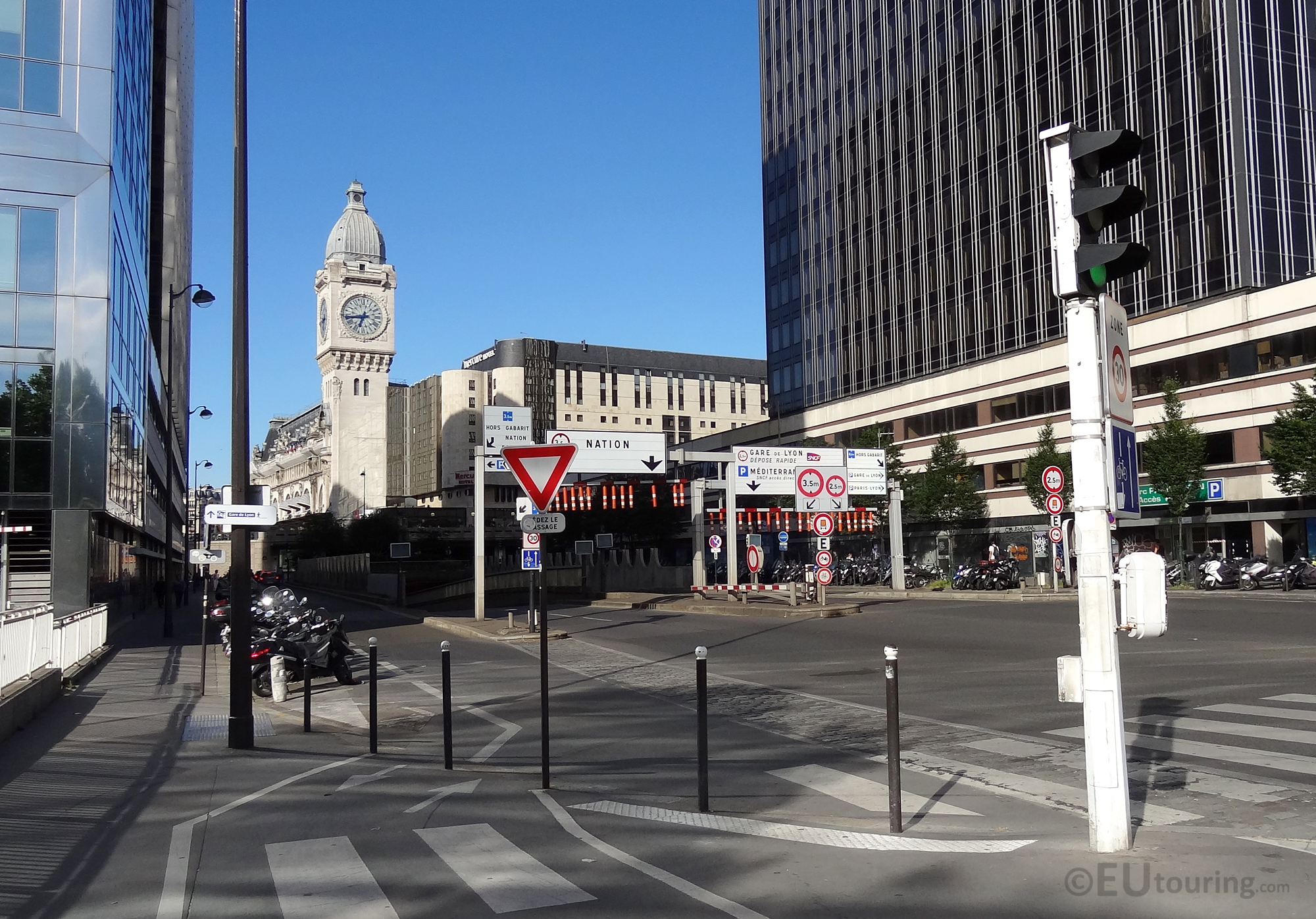 Rue van Gogh and Gare de Lyon